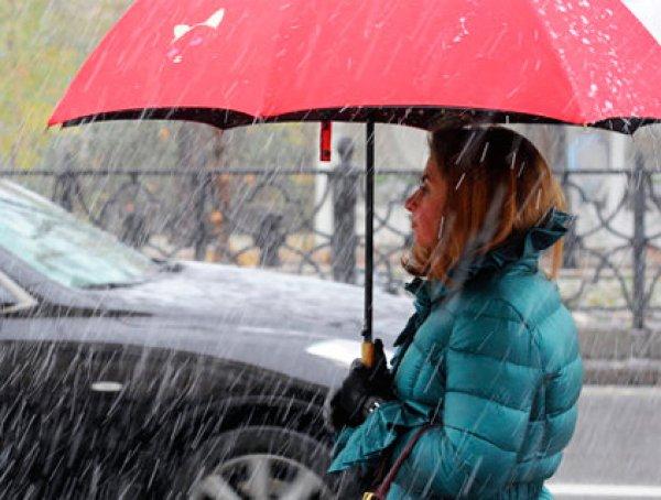 Погода в Москве в выходные не порадует горожан: на  столицу идут заморозки и град