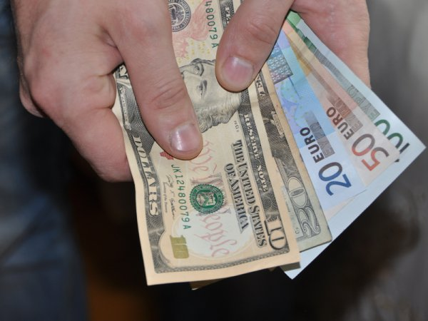 Курс доллара на сегодня, 20 мая 2016: доллар впервые за месяц перевалил за 67 рублей