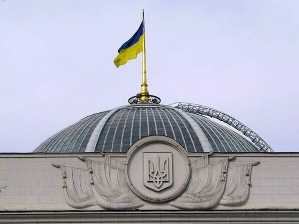 """В Раде заявили, что Украина ведет войну """"по всем фронтам"""""""