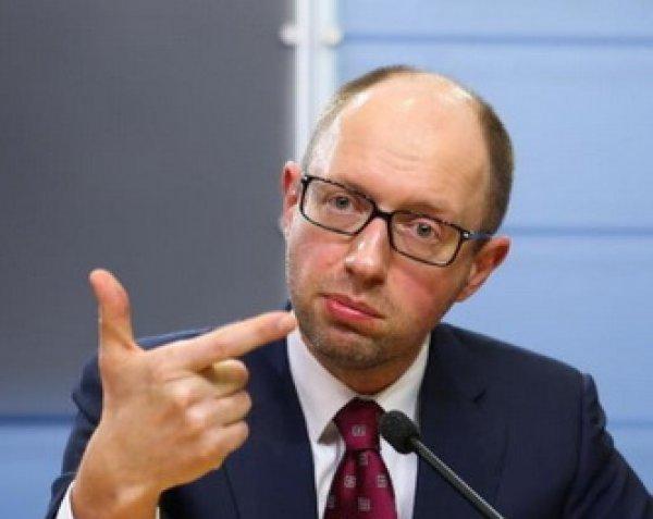 Яценюк впервые появился на публике после отставки (ФОТО)