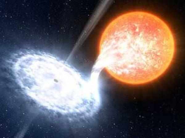 Ученые узнали, как «красные гейзеры» черных дыр убивают галактики