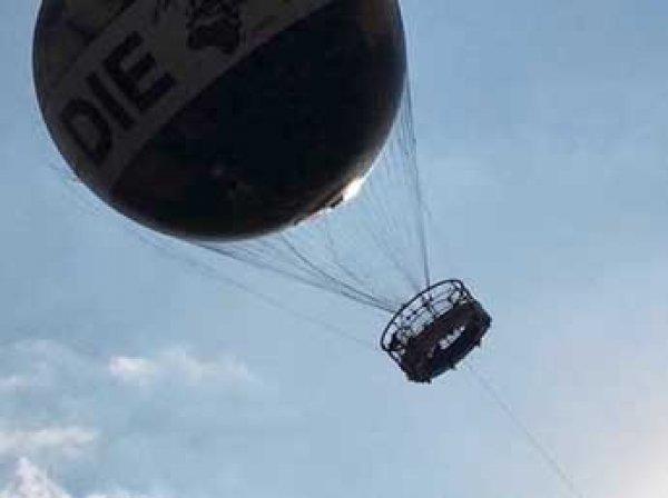 Около 20 туристов зависли на воздушном шаре в небе над Берлином