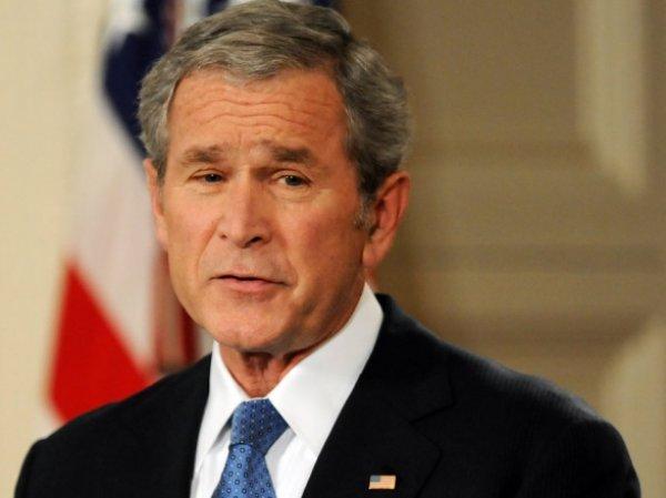 В Сети появились новые фото первой реакции Джорджа Буша на новость о терактах 11 сентября (ФОТО)