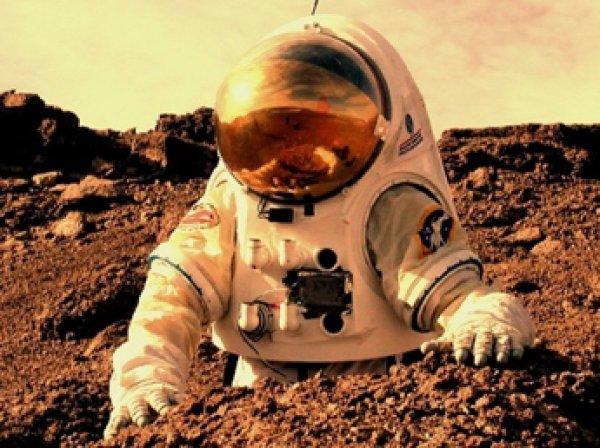 Уфологи заметили на Марсе тень человека (ФОТО)