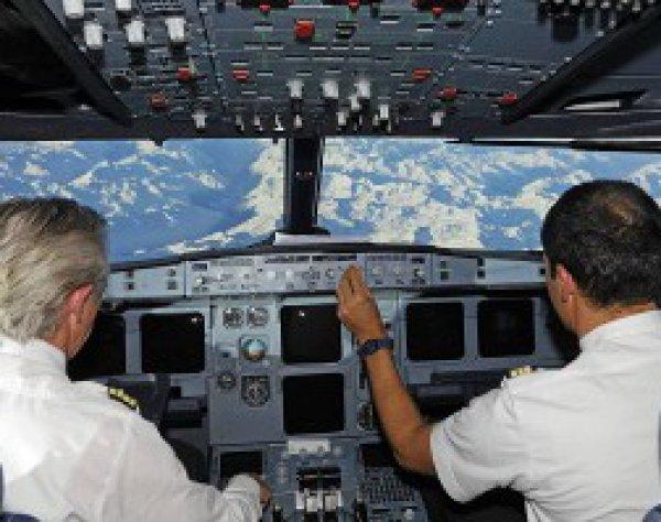 Уснувших пилотов самолета, летевшего из Франции в Кувейт, разбудили истребители