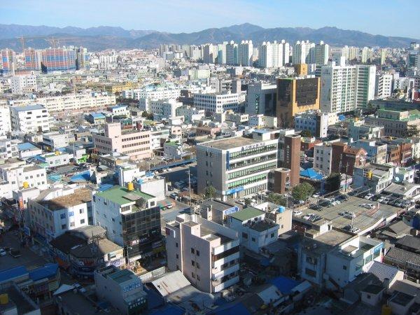 В Южной Корее самоубийца погубил мужчину, упав на него с двадцатого этажа