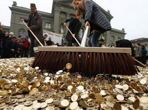 Жители Швейцарии отказались от ежемесячных €2260 выплат от государства