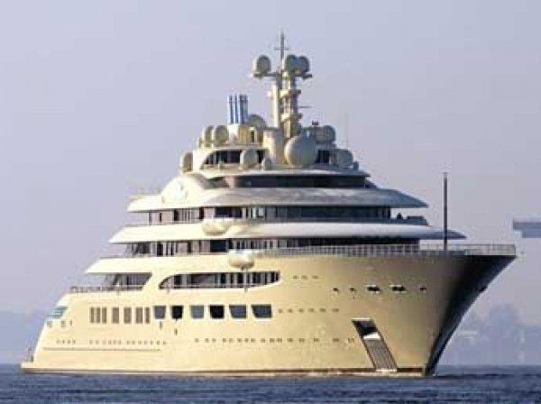 Яхта россиянина Алишера Усманова признана самой вместительной в мире