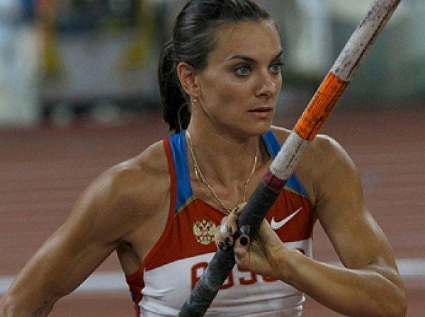 Исинбаева с мировым рекордом выиграла ЧР по прыжкам с шестом