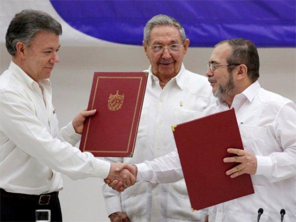 Власти Колумбии прекратили 50-летнюю войну, договорившись с повстанцами