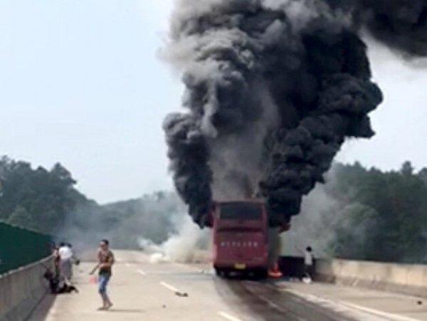 В Китае заживо сгорели в автобусе 35 туристов