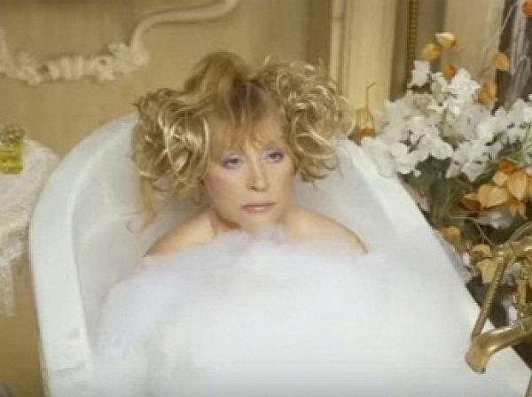 Алла Пугачева снялась голой в ванной ради Галкина
