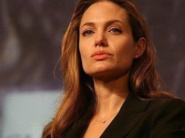 """Анджелина Джоли рассказала о своих кошмарных родах в Намибии и порадовала фанатов """"голым"""" ФОТО в Instagram"""