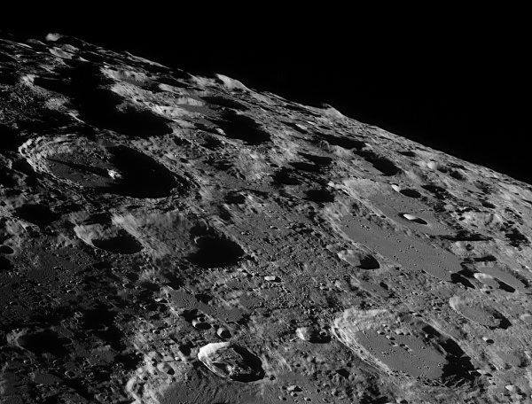 Бывший сотрудник NASA опубликовал ФОТО базы инопланетян на Луне (ФОТО) (ВИДЕО)