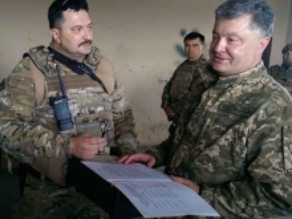 Порошенко с клубникой и черешней попал под обстрел в Донбассе