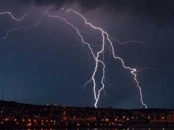 За два дня ливней в Индии от удара молний погибли 138 человек