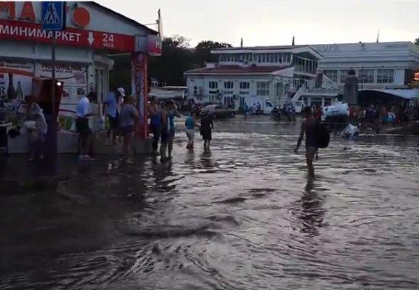 Ливень в Севастополе 27 июня 2016: машины оказались под водой (ФОТО, ВИДЕО)