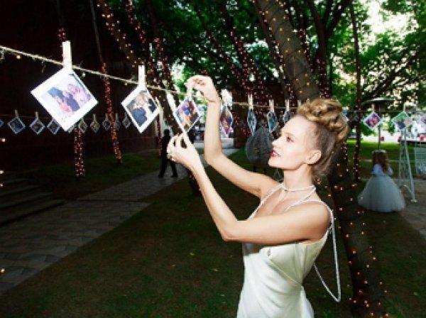 Певица Глюкоза сыграла шуточную свадьбу с мужем в честь 10-летней годовщины (ФОТО)