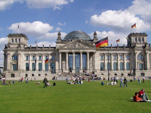 В Германии 11 депутатам турецкого происхождения предоставили охрану