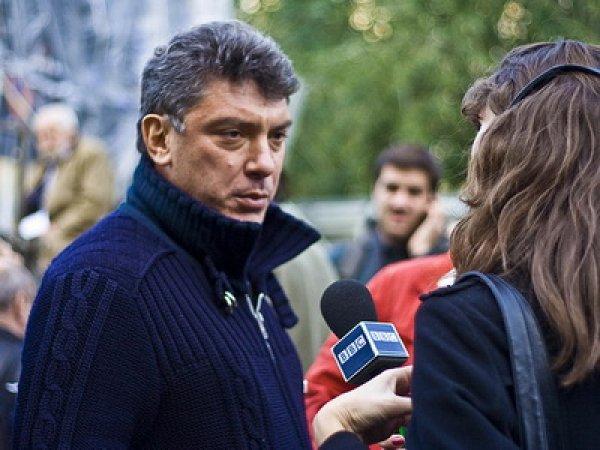 Новое видео с Немцовым за минуту до убийства политика ставит в тупик следствие