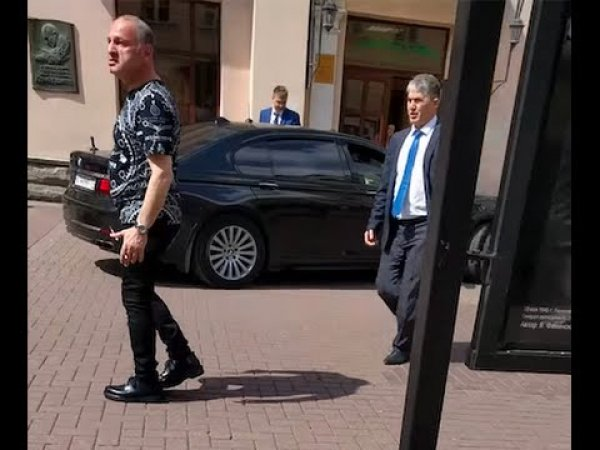 Экс-чиновник мэрии Москвы Эраст Матаев избил девушку на Арбате – СМИ (ВИДЕО)