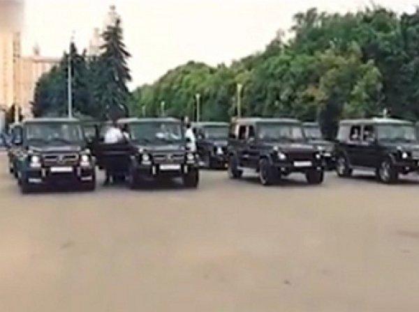 Скандал: выпускники академии ФСБ устроили в Москве массовый заезд на Gelandewagen (ВИДЕО)