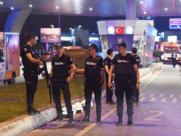 В Турции задержали более 100 генералов и адмиралов