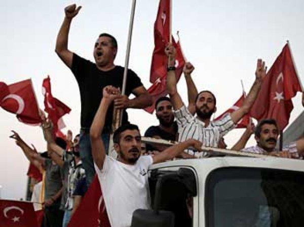 После попытки госпереворота в Турции своих постов лишились 9 тысяч чиновников