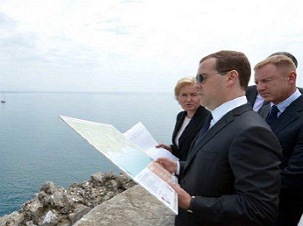 Киев направил ноту протеста из-за визита Медведева в Крым
