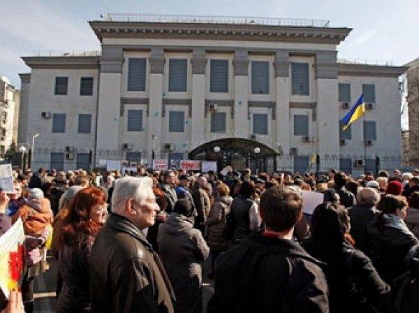 В Киеве националисты заблокировали здание Россотрудничества и посольство России на Украине