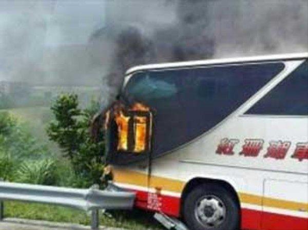 На Тайване в автобусе заживо сгорели 26 туристов