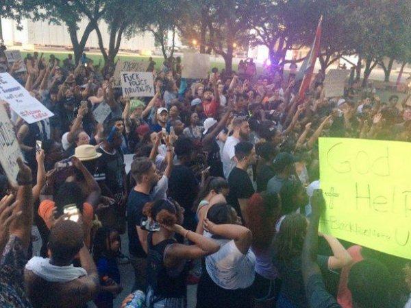 Во время акции протеста в Далласе убито 4 полицейских (ФОТО) (ВИДЕО)
