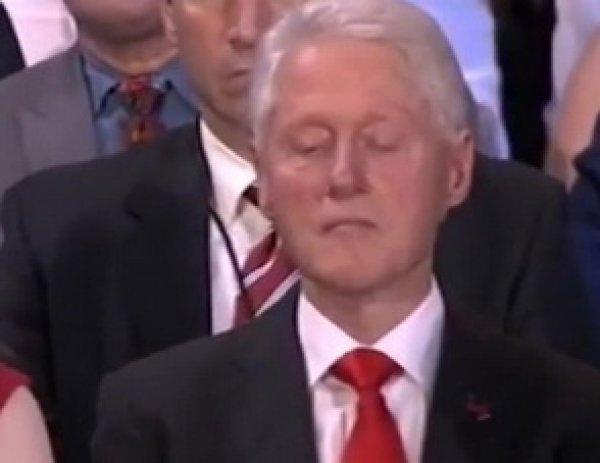 """""""Даже Билл устал от того, как лжет его жена"""": Трамп затроллил Клинтон ВИДЕО с ее выступления"""