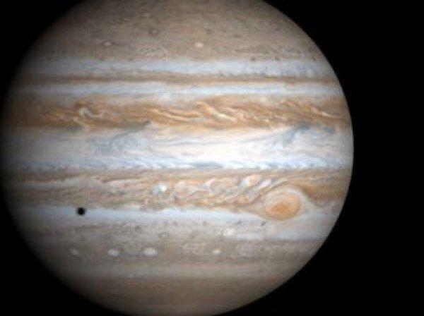 НАСА показало фото сильнейшего полярного сияния на Юпитере