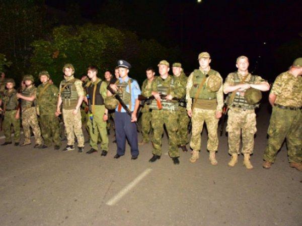 Жители украинского Торецка блокировали передвижение военной техники (ФОТО)
