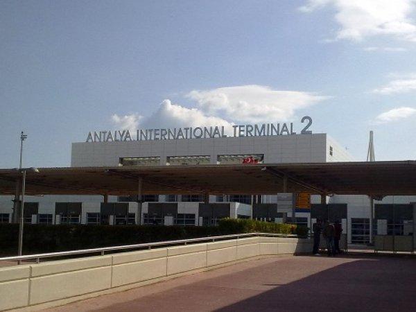 В Анталье приземлился первый самолёт с российскими туристами