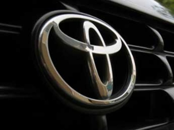 Toyota отзывает в России 140 тысяч кроссоверов RAV4