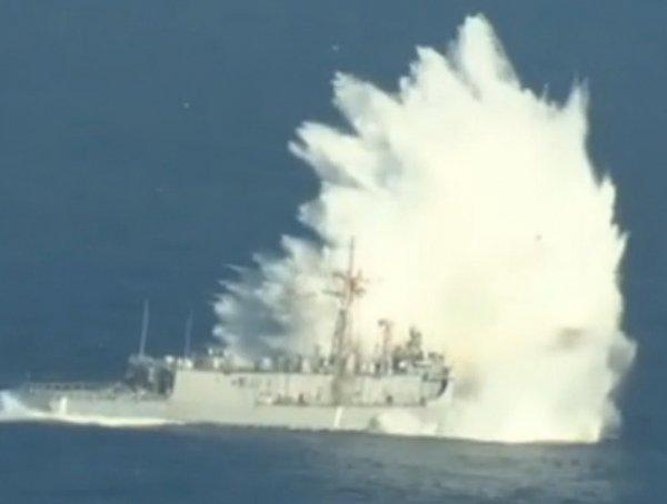 """Флот ВМС США 12 часов не мог потопить старый фрегат """"Фэч"""" (ВИДЕО)"""