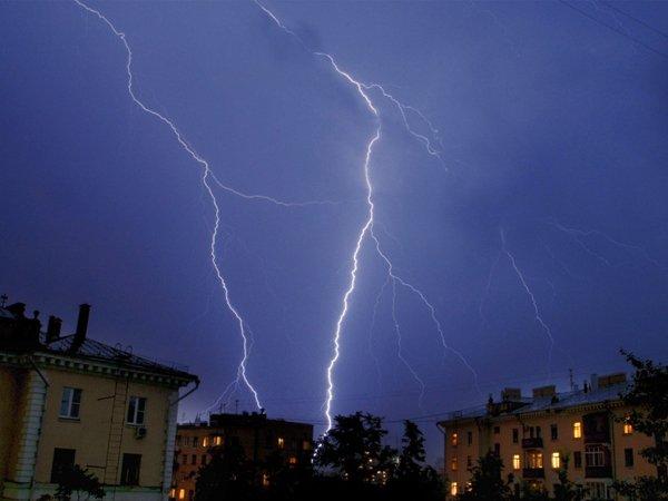 Непогода обрушилась на столицу и регионы Центральной России (ВИДЕО)