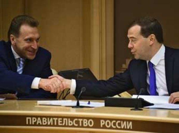 Депутаты Госдумы попросили Медведева проверить траты Шувалова на самолет для собак