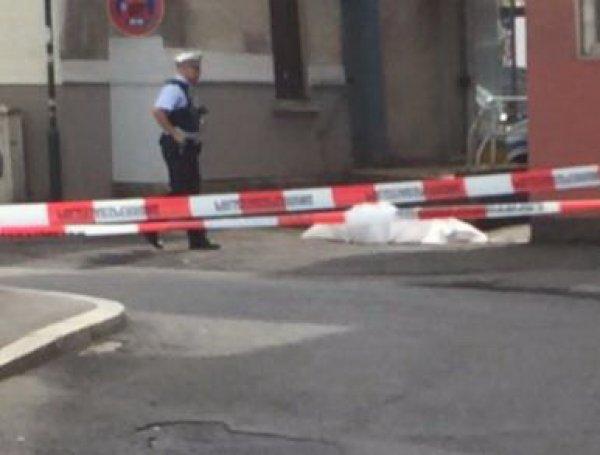 В Германии беженец с мачете устроил бойню, напав на прохожих: один убит, двое ранены (ФОТО)