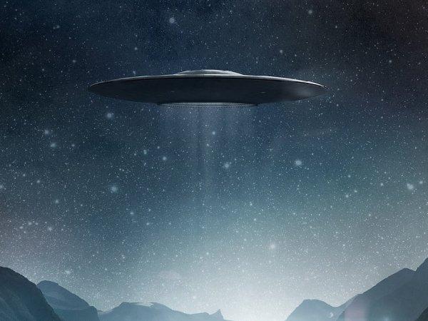В США очевидец снял на видео прилет НЛО (ВИДЕО)