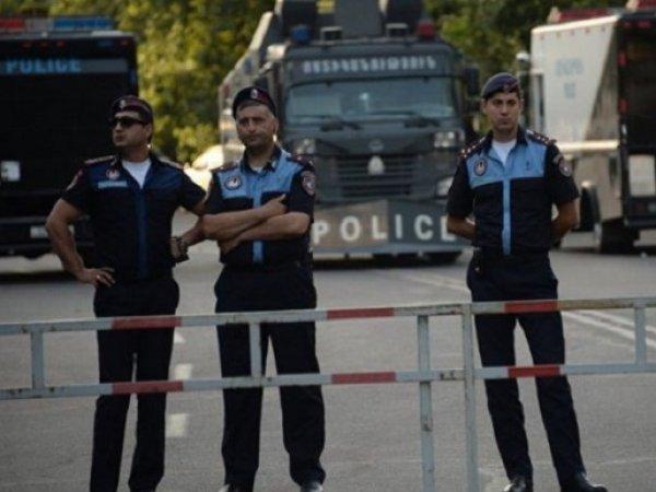 Захватчики полка ППС в Ереване сложили оружие и сдались властям