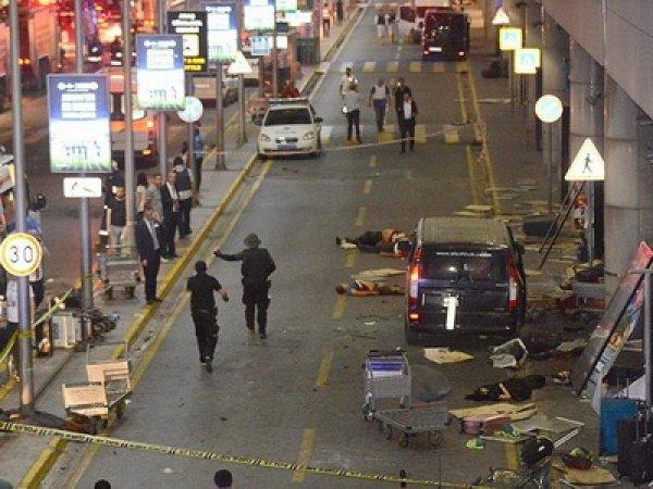 СМИ: аэропорт в Стамбуле взорвали двое россиян-смертников