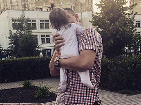 Курбан Омаров опубликовал трогательное видео с дочкой и сыном (ВИДЕО)