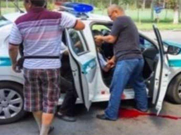 В Алма-Ате напали на полицейских, в городе ввели высший уровень террористической угрозы (видео)