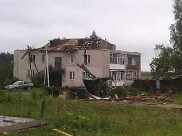 Ураган в Москве и Подмосковье 13 июля 2016: разрушены 100 домов, вырваны из земли 200 деревьев, есть жертвы (фото, видео)