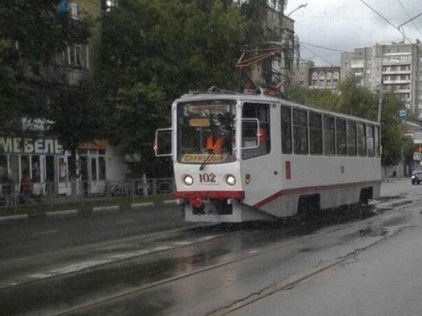 Трамвай сошел с рельсов сегодня в Москве: пострадали 10 человек (ВИДЕО)