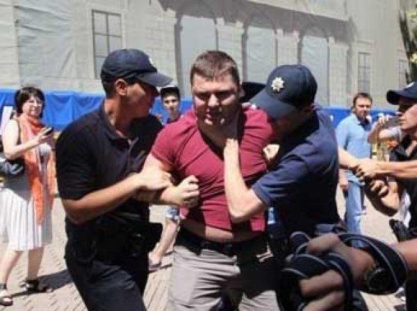 """Савченко забросали яйцами в Одессе: ВИДЕО """"яичной атаки"""" появилось в Сети"""