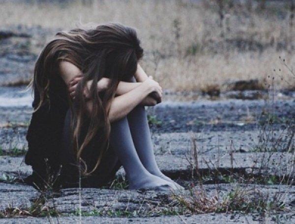 В Челябинской области 15-летнюю школьницу на глазах матери изнасиловали двое мужчин